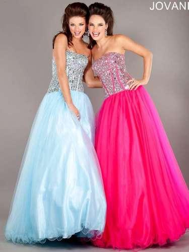 Os tons de doce predominam na moda debutante. Vestidos tomar que caia com corpete de brilho da Jovani, R$ 1.650, na Dstore