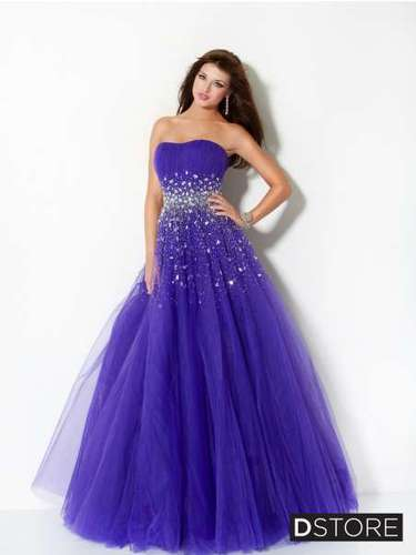 O roxo é outra cor muito utilizada por debutantes. Vestido tomara que caia roxo com saia de tule, da Dstore, R$ 1.540