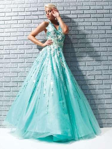 Na moda debutante há espaço para todas as cores. Para Luciane, a única cor que deve ser utilizada é aquela que predomina na decoração. \