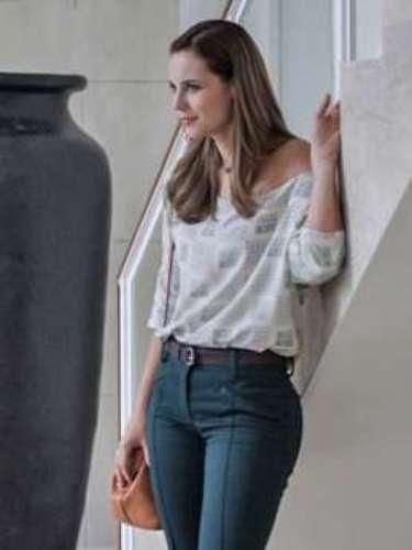 Na nova fase da novela, já em 2013, Paloma usa calça flare e blusa ampla