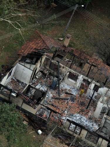 30 de maio -Construção ficou destruída após incêndio
