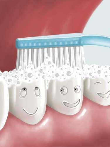 Mas o paciente  é o principal responsável por se prevenir no seu dia a dia ao cuidar da higiene bucal e consumir açúcar com moderação