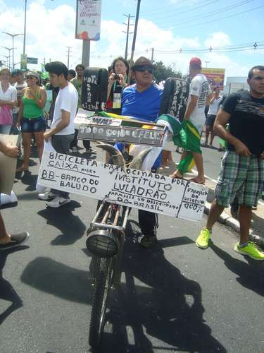 Protestos contra os gastos na Copa do Mundo reuniu milhares de pessoas em Fotaleza