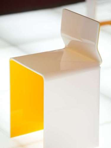 O banco da linha Kirigami é um exemplo de peça criado pelo designer chileno Enrique Rodrígues radicado em São Paulo. Preço sob consulta. As peças são comercializadas pelo Galpão Enrique Rodrígues, em São Paulo. Informações: (11) 3266-2528