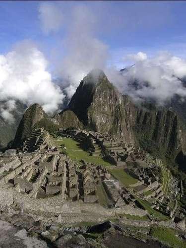 3.Machu Picchu, Peru Escondida por mais de 400 anos em meio à vegetação dos Andes peruanos, a cidadela de Machu Picchu deixa os visitantes estonteados com a beleza de seu visual