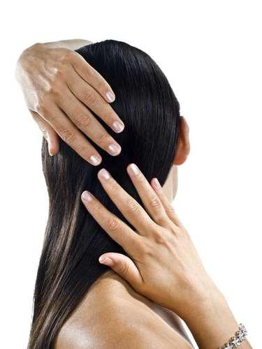 Procedimento consiste em retirar uma pequena faixa de pele da nuca, com as raízes permanentes do cabelo, e implantar cada folículo capilar na área afetada