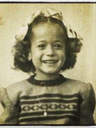 Em seu Instagram, Susana relembrou os tempos de infância e publicou uma foto antiga. Susaninha, escreveu na legenda
