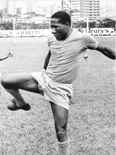 Djalma Santos treina pelo Palmeiras antes de partida contra o Santos, pelo Campeonato Paulista de 1968