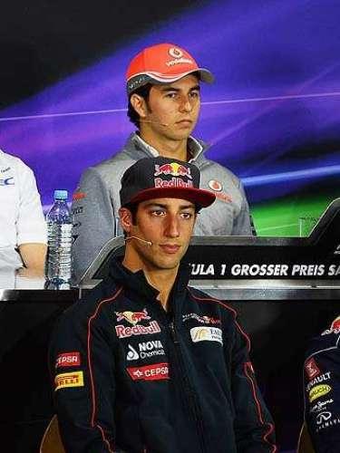 O presente da Fórmula 1: GANHA Segundo o site da emissora, a Ferrari mostra preocupação em conquistar resultados imediatos na Fórmula 1, enquanto rivais como Red Bull e McLaren contam com pilotos cujo objetivo é brilhar no futuro  respectivamente, Daniel Ricciardo e Sergio Perez (foto)