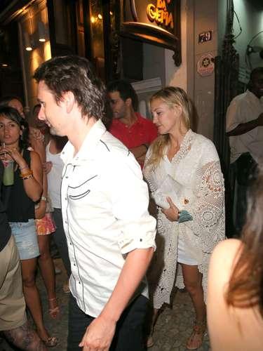 Nessa sexta-feira, Kate Hudson, Matthew Bellamy, Dominic Howard e Alicia Keys foram ao bar Carioca da Gema, no Rio de Janeiro