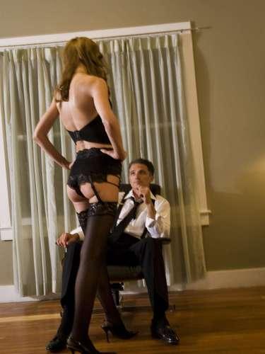 Já pensou em, ao invés de assistir aum striptease, fazer uma dança erótica para sua parceira? Ela, com certeza, já