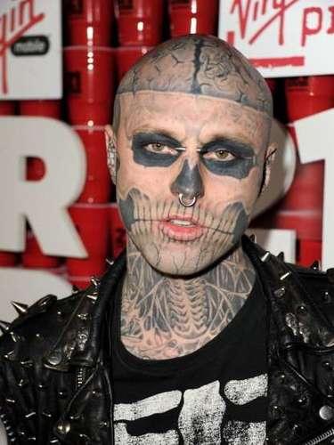 O modelo canadense Rick Genest ganhou o apelido de Zombie Boy por ter o corpo coberto por tatuagens que lhe deixaram com aspecto de um cadáver