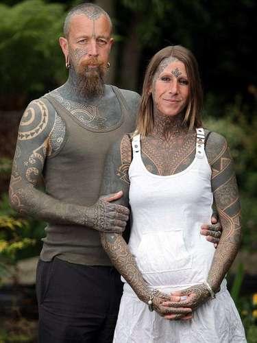 Jacqui Moore, 41, tem 85% do corpo coberto por tatuagens, feitas por seu namorado ao longo de oito anos. A inglesa começou a se tatuar para celebrar o divórcio do ex-marido