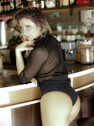 Uma modelo que já participou de ensaios sensuais e programas de televisão é uma das investigadas pela Operação Miqueias