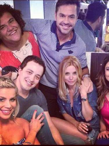 Rodrigo Faro completa 40 anos no próximo domingo (20) e já comemora a data com amigos. O apresentador recebeu uma homenagem no programa 'O Melhor do Brasil'