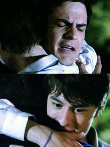 Jonathan (Thalles Cabral) e Félix (Mateus Solano) têm conversa sincera e se emocionam