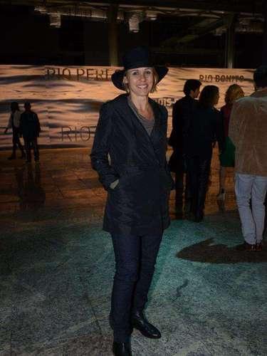Giulia Gam usou chapéu para prestigiar Fashion Rio: \