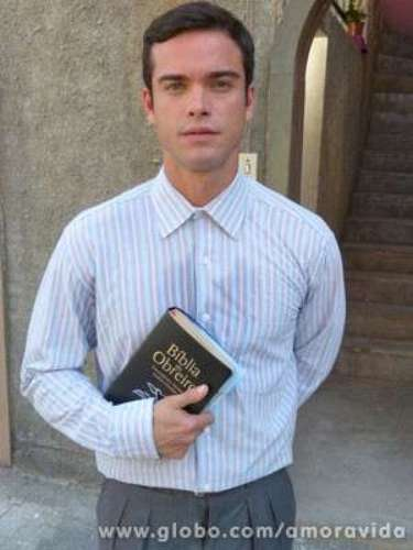 Sidney Sampaio é o missionário Elias e entra na trama para conquistar a amizade de Gina