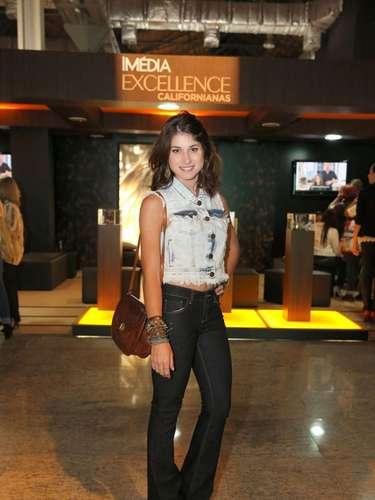 A atriz Chandelly Braz chegou ao Fashion Rio para acompanhar os desfiles desta sexta-feira (8)