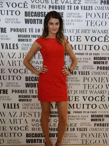 Isabelli Fontana foi ao Fashion Rio neste sábado (09), último dia de evento, para participar do workshop promovido pela Imédia Excellence, da L'Oreal Paris