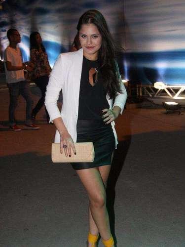 A Atriz Jessica Alves aproveitou o sábado para acompanhar o último dia da semana de moda carioca