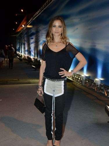 A atriz Luiza Valderato compareceu neste sábado (9) ao Fashion Rio