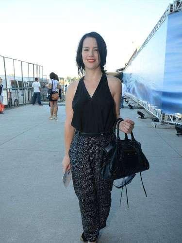 A atriz Natália Lage compareceu ao último dia do Fashion Rio, neste sábado (9)