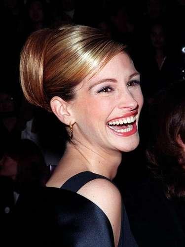 """Aos 46 anos, a estrela do clássico Uma linda mulher, Julia Roberts, revelou em entrevista à revista You Magazine que o otimismo e o bom humor são a sua fórmula de beleza. """"A felicidade é algo que você cultiva. Uma vez que você a encontra, você tem a chave para ficar bonita"""", declarou"""