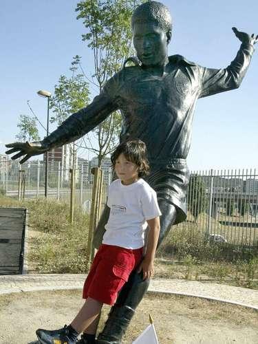Benfica possui uma estátua de Eusébio nas dependências do Estádio da Luz; o \