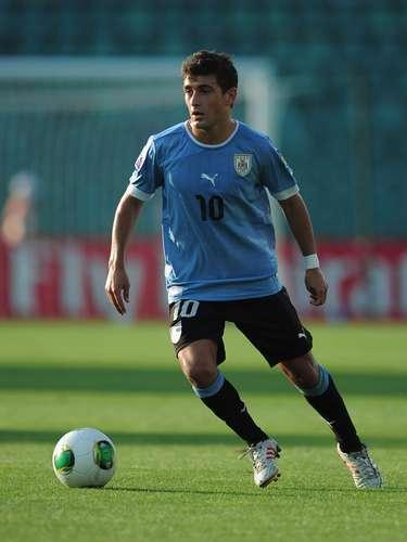 Defensor Sporting-URU (adversário do Cruzeiro): Giorgian De Arrascaeta ainda é uma promessa de apenas 19 anos, mas tem sido o principal destaque do time. Foi vice-campeão mundial Sub-20, o que gerou especulações de um interesse do Barcelona-ESP