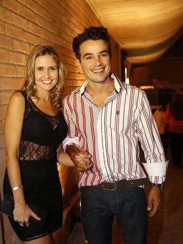 Atores do elenco de Amor à Vida e o autor da novela Walcyr Carrasco se reuniram na noite desta sexta (31) para assistir ao último capítulo.