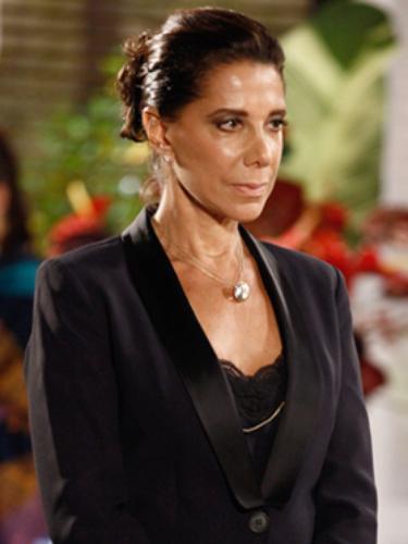 Branca (Ângela Vieira)  Ex-mulher de Ricardo e mãe de Gisele (Agatha Moreira). Vai demorar a aceitar a separação