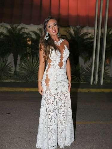Nicole Bahls usou vestido feitosob medida pela marca Velluc, de Lucilene Mattos, no valor deR$ 18 mil