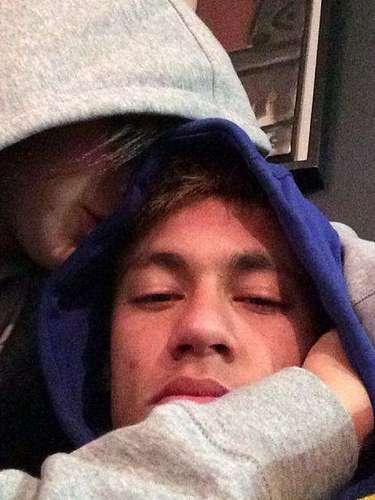 Após rumores de término do relacionamento, Neymar postou uma foto com Marquezine em seu perfil no Instagram, no início de dezembro de 2013