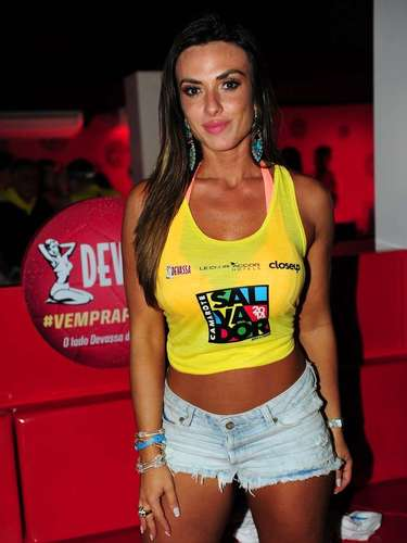 O Camarote Salvador recebeu muitas celebridades na noite dessa quinta-feira (27). Na foto, Nicole Bahls