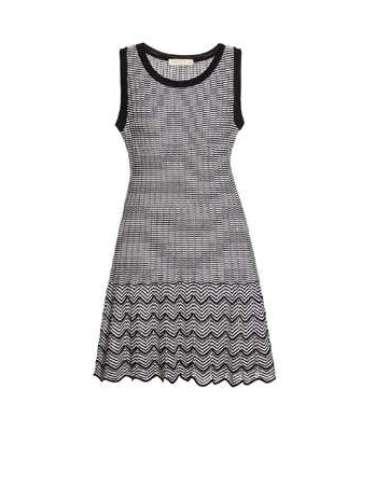 Vestido Thelure preto e cinza em zigue-zague. R$ 796. SAC: (11) 3073-1768