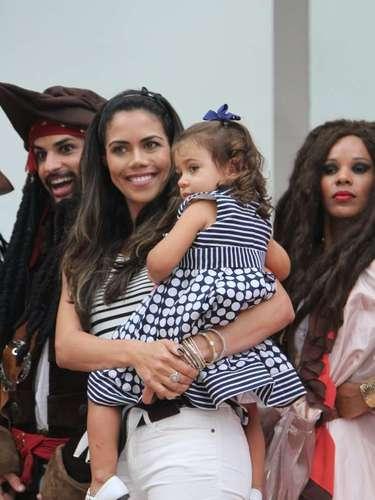 O pequeno Lorenzo ganhou uma festa temática do filme Piratas do Caribe para comemorar seu aniversário de 3 anos, nesta quinta-feira (13), em Moema, na capital paulista. O menino, que é filho da apresentadora Luciana Gimenez com o empresário Marcelo de Carvalho, recebeu vários famosos. Na foto,