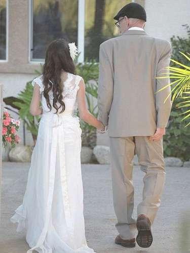 A garota se emocionou durante o casamento