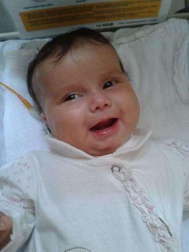 A mãe da menina questiona decisão judicial para a cirurgia no Brasil. Ela quer que a União custeie a operação em hospital especializado nos EUA, e cita exemplos mal-sucedidos em instituições brasileiras