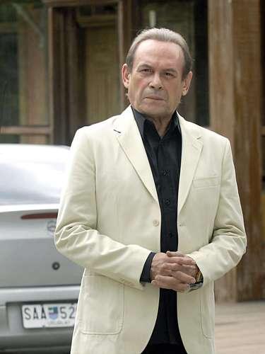 José Wilker morreu na manhã deste sábado (5), vítima de um infarto fulminante, em sua casa no Rio de Janeiro. Na foto, o ator como Umberto, de 'Insensato Coração'