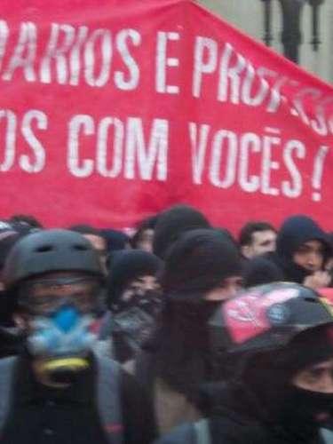 24 de maio  - Cerca de 1 mil manifestantes deixaram a praça da Sé por volta das 17h10