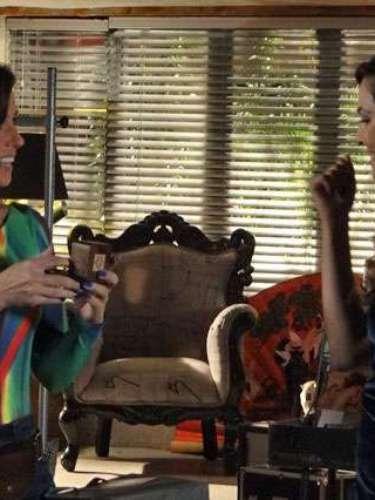 Marina surpreende Clara com pedido de casamento