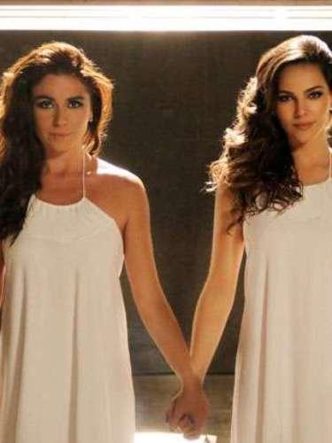 Clara e Marina vestem um vestido branco para as fotos