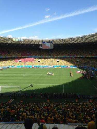 Dante também usou o Twitter para relembrar a vitória contra o Chile, com uma foto do Estádio do Mineirão, em Belo Horizonte. Jogo contra o #CHI foi difícil, mas conseguimos avançar! Faltam 3 jogos para chegar ao nosso objetivo! #vamosbrasil\