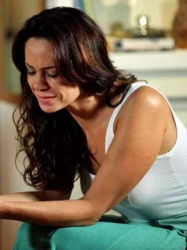 Juliana fica chocada ao saber que Nando pode ser o pai de Bia