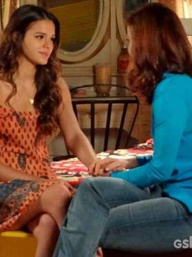 Helena convida Luiza para que as duas se arrumem juntas para o casamento da estudante com Laerte. A jovem fica emocionada com o convite da mãe