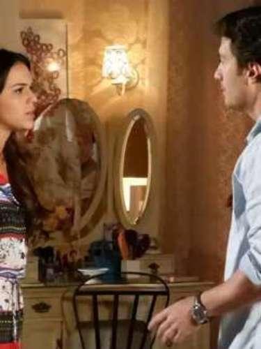 Luiza se recusa a morar com Laerte depois que Vitor se muda com Alice e volta a viver com os pais