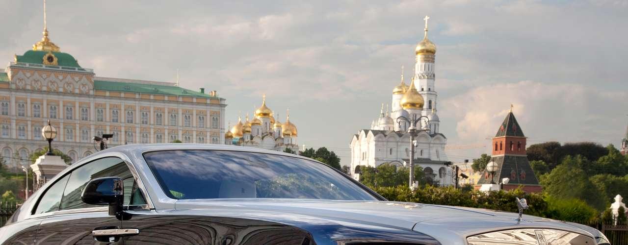 A Rolls-Royce afirmou na terça-feira que o Wraith deve chegar ao Brasil até o final de 2013