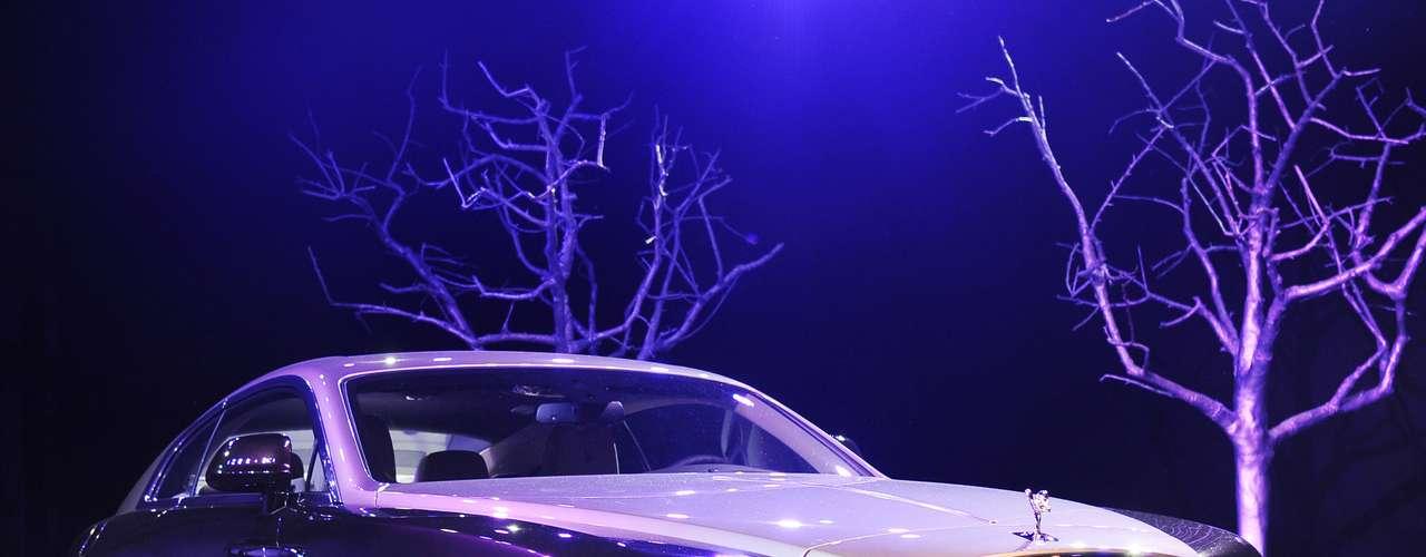 De acordo com a Rolss-Royce, o Wraith é equipado com motor V12 de oito velocidades, capaz de gerar 624 cavalos de potência
