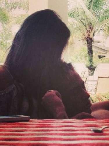 Após assumir o namoro com o atacanteNeymar no Carnaval, a atrizBruna Marquezinepostou uma foto abraçada ao jogadorem seu perfil no Instagram